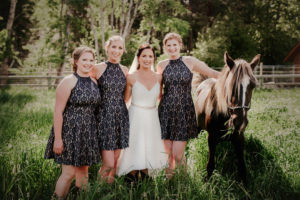 brides-pose-with-horse